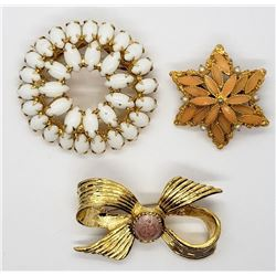 3-VINTAGE GOLD TONED BROOCHES (1)CIRCULAR