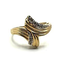 10K GOLD DIAMOND RING SIZE 6.5
