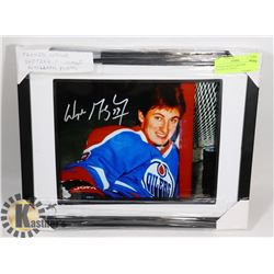 FRAMED WAYNE GRETZKY FACSIMILE PHOTO