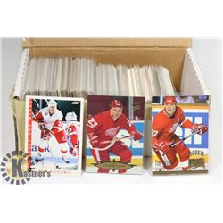 BOX OF DETROIT RED WINGS HOCKEY CARDS 80'S / 90'S