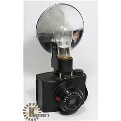 1940S ANSCO PIONEER CAMERA MADE IN NY WITH FLASH