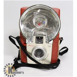 1950S PINK BROWNIE STARFLASH CAMERA