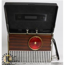 1940S RCA PORTABLE TUBE RADIO BLACK