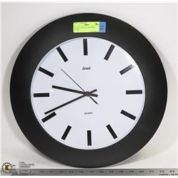 DUMAI LARGE QUARTZ WALL CLOCK