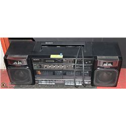 SONY  BOOMBOX WITH DOUBLE CASSETTE, AM/FM