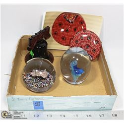 COLLECTION OF GLASS PAPERWEIGHTS