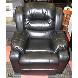 NEW BLACK LEATHERETTE RECLINING SOFA CHAIR.