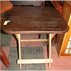 SMALL STURDY FOLDING TABLE