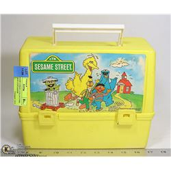1988 SESAME STREET COLLECTORS LUNCH BOX CONTAINER