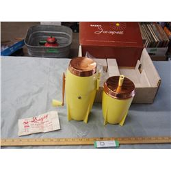 Dazey Ice Cup Aid with Original Box with Wall Bracket