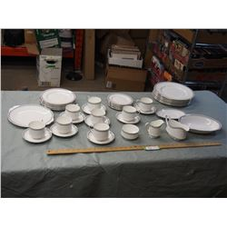 Paragon by Appointment to H.M The Queen China Potters Dish Set 45 Pieces (8 Place Setting)