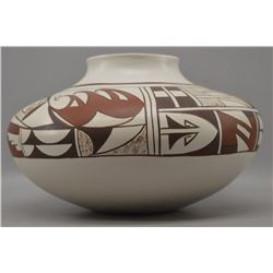 HOPI INDIAN POTTERY JAR ( LORETTA NAVASIE)