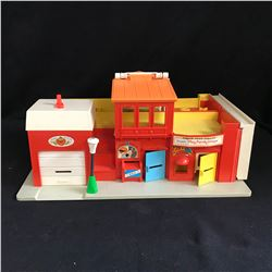Vintage 1973 Fisher Price Play Family Village