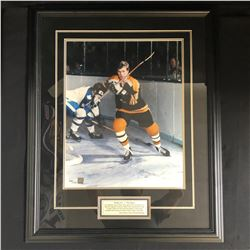 BOBBY ORR SIGNED & FRAMED PHOTO (GREAT NORTH ROAD LO)