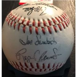 1987 BOSTON RED SOX AUTOGRAPHED BASEBALL w/ 26 AUTOS including BOGGS, CLEMENS (CONTEST WINNER COA)