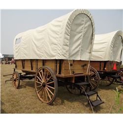 Covered Wagon, 5th wheel gear with 4-wheel hydraulic brakes ans leaf springs, cushions on all benche