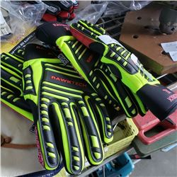 2 PAIRS OF RAZORBACK XL GLOVES AND PAIR OF LEATHER WORK GLOVES