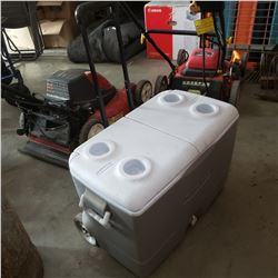 ROLLING RUBBERMAID COOLER