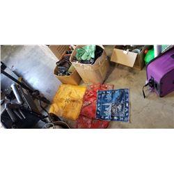 2 BOXES PURSES, STICHED PLACEMATS