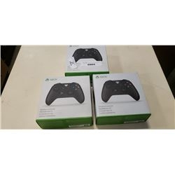 3 XBOX ONE WIRELESS CONTROLLERS