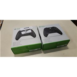 2 XBOX ONE WIRELESS CONTROLLERS