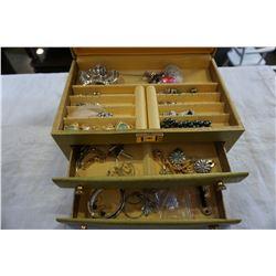 JEWELERY BOX W/ CONTENTS