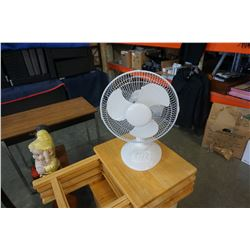 WHITE 12 INCH TABLE FAN