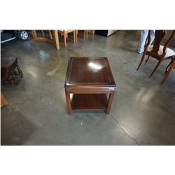 KROEHLER BRASS ACCENT END TABLE