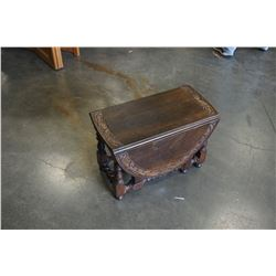 ANTIQUE DROPLEAF GATELEG END TABLE