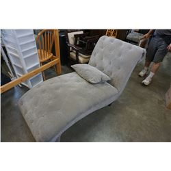 GREY TUFTED STUDDED CHAISE