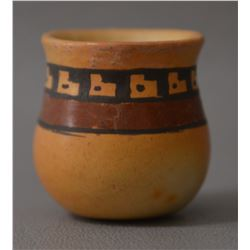 HOPI INDIAN [POTTERY VASE (DEXTRA QUOTSKUYVA NAMPEYO)