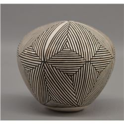 ACOMA INDIAN POTTERY SEED JAR (MARIE Z CHINO)
