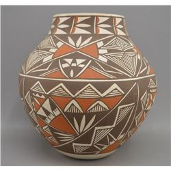 LAGUNA INDIAN POTTERY JAR BY M DAVIS