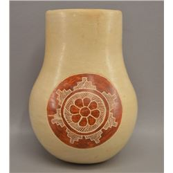 NATIVE AMERICAN NAVAJO POTTERY VASE BY DANIEL SALES