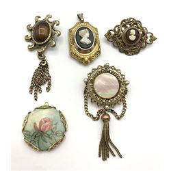 4-VINTAGE GOLD TONED PENDANTS PLUE (1)BROOCH