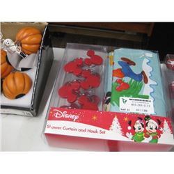 DISNEY SHOWER CURTAIN AND HOOK SET
