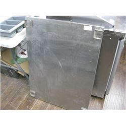 STAINLESS STEEL EQUIPMENT SURFACE NO LEGS