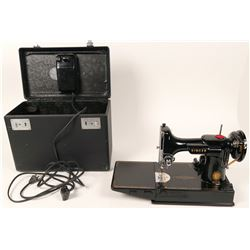 Singer Model 221 Featherweight Sewing Machine  (121287)