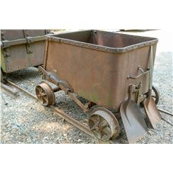 End Dump Ore Car with Track  (122719)