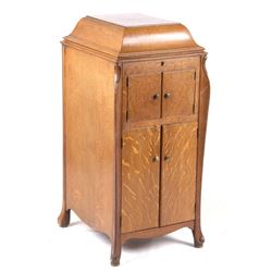 Earl Worden & Co Oak Victrola Cabinet & Player