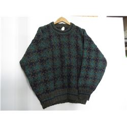 100 % Wool Sweater hand made in Equador