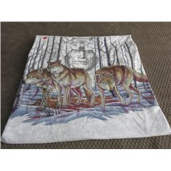 T-Shirt XL with Wolves