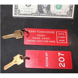 IT CHAPTER 2 SCREEN USED DERRY TOWN HOUSE HOTEL ROOM KEY #207