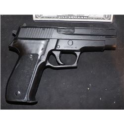 THE DEPARTED SCREEN USE MATT DAMON STUNT GUN