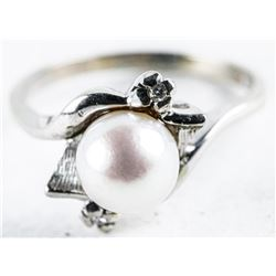 Estate - 10kt Gold Ring Size 7.5 Culture  Pearl and 2 Diamond