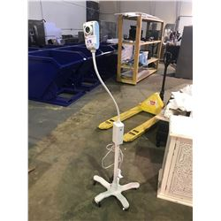 WELCH ALLYN GENERAL EXAM LIGHT ON ROLLING STAND MODEL GS 300