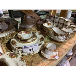 LARGE COLLECTION OR ROYAL ALBERT OLD COUNTRY ROSE CHINA