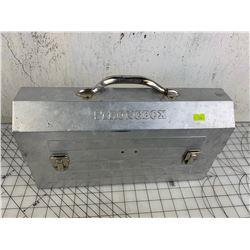 VINTAGE ALUMINUM LUNCH BOX