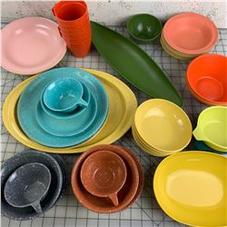 VINTAGE VARIOUS PLASTIC DINNERWARE