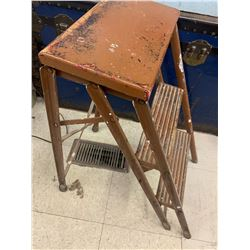 VINTAGE COLLAPSABLE STEP STOOL